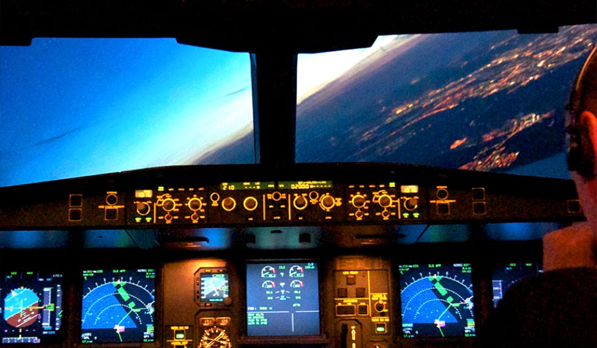 Cockpit-(A330)-approach-night-banked