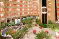 Crowne Plaza Arlington Suites – 8.8 m N